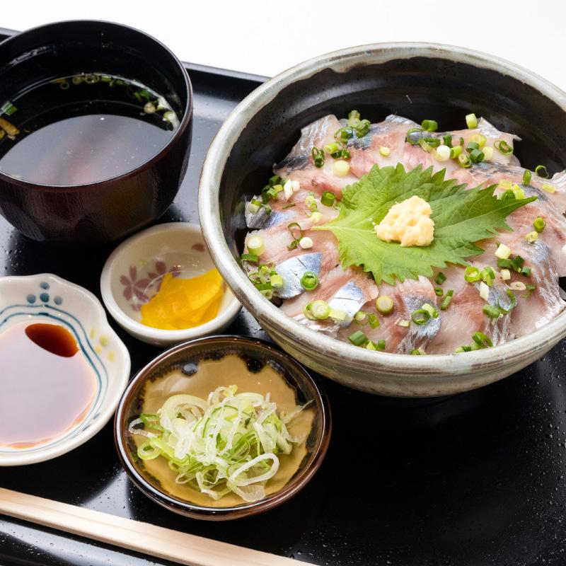 あいろーど厚田 ユッケ風ニシン丼と秋野菜たっぷり豚汁