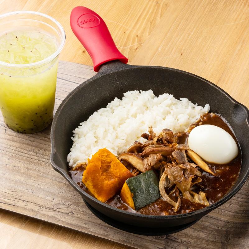 恵庭産そば粉使用の茶そば 天ぷらセット